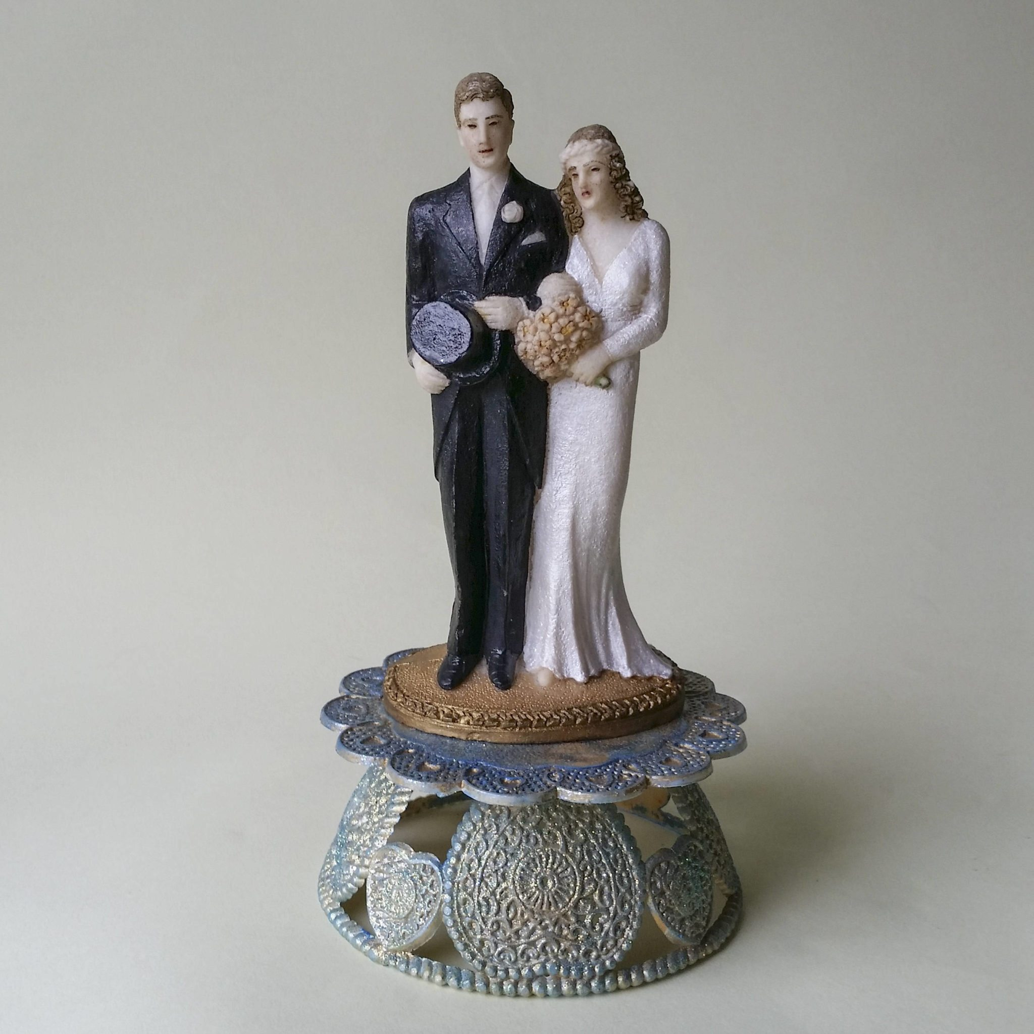 1930s couple salt pressed wedding cake topper